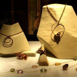 تزئینات ویترین طلا فروشی